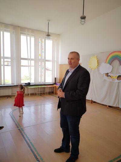 Господин Илиев -Кмет на община Ихтиман на гости през месец 04.2019 година при нас - ДГ Радост - Ихтиман