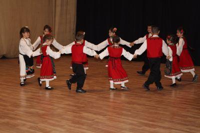 Ние и всички вие танцуваме... - ДГ Радост - Ихтиман